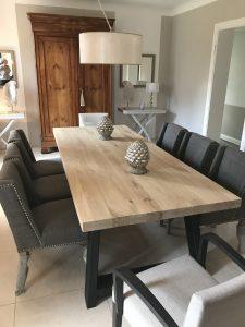 Table, chaises, éléments décoratif en aluminium
